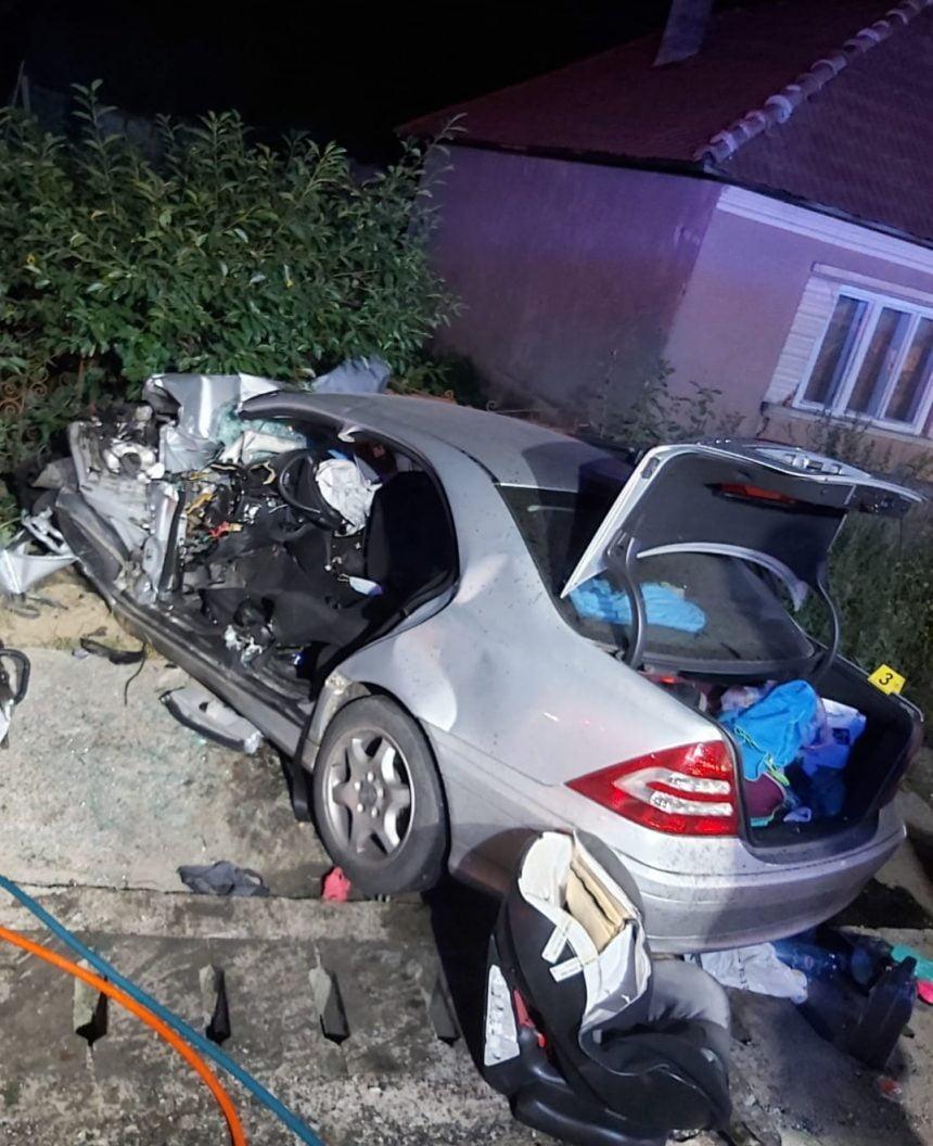 FOTO: Accident mortal în Uriu! O mașină a fost spulberată de un camion