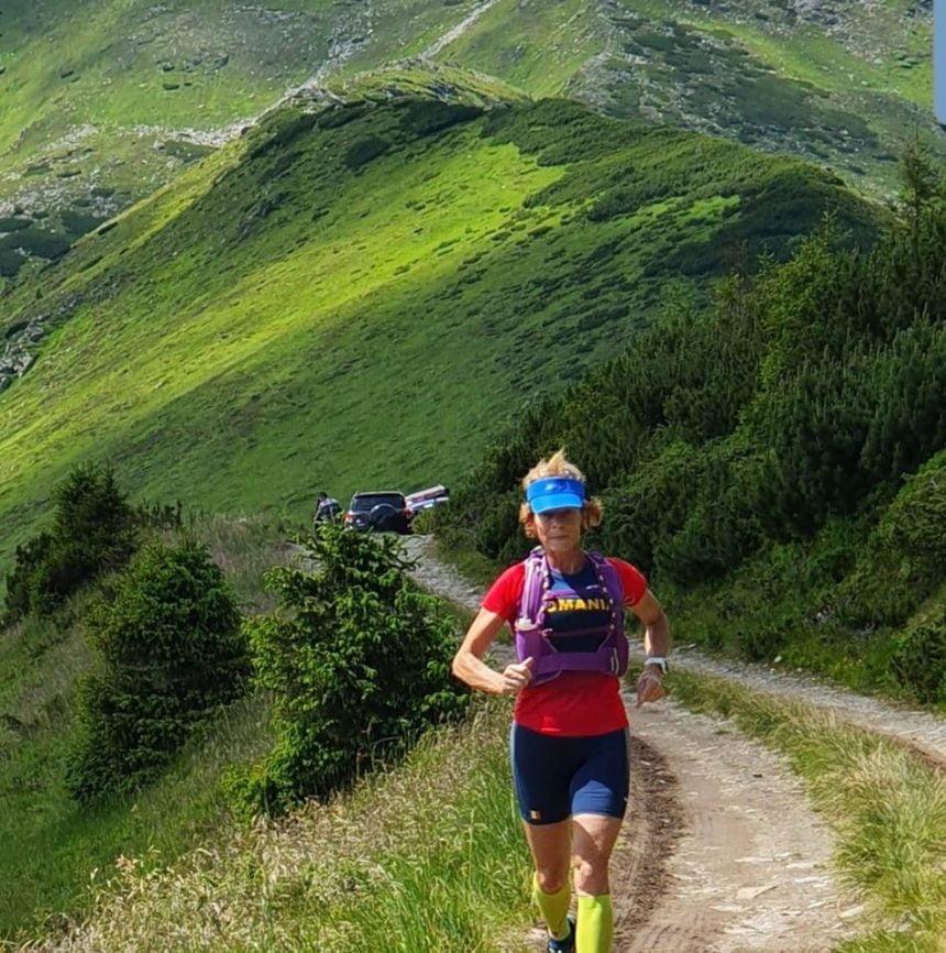 FOTO: Profesoara Paraschiva Borș din Maieru, la ultra-maratonul care străbate România…!