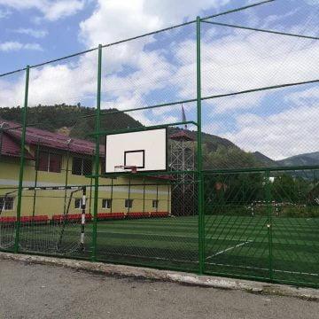Deputatul Cristina Iurișniți (USR): Copiii din Rodna ar trebui să aibă acces gratuit pe terenul de sport! Ce spune primarul Valentin Grapini