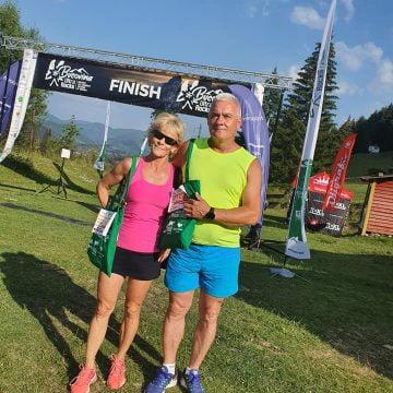 EXTRA: Primarul și soția sa, la cel mai important concurs de alergare montană din România!