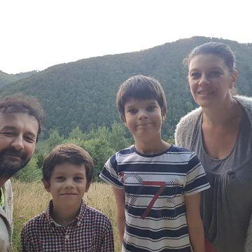 FRUMOS: O familie de artiști a lăsat aglomeratul Madrid pentru viața fără ceas, viața la țară