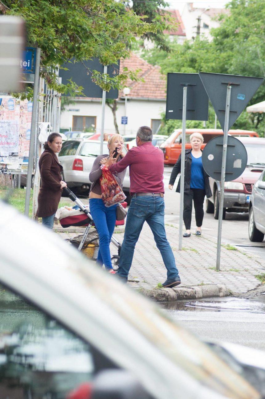 Femeia bătută pe stradă de liberalul Jenor Beudean caută martori care să spună, în fața instanței, ce au văzut
