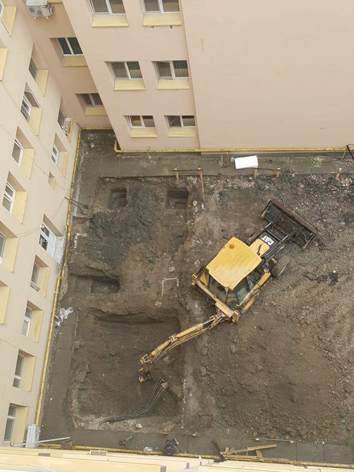 Spitalul se pregătește de extindere, iar lucrările la liftul 2 – heliport au fost deja demarate!