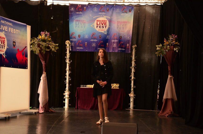 EXTRA: Marele trofeu, cucerit de o elevă de 12 ani din Bistrița!