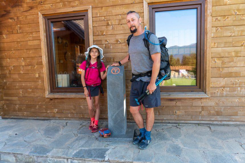 La doar 10 ani, Tania a luat la pas Via Transilvanica. Câți kilometri face zilnic copila