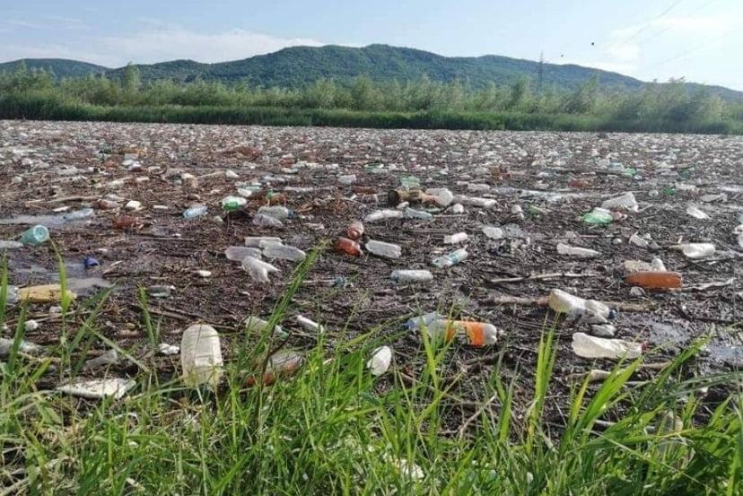 Ne SUFOCĂ gunoaiele! Peste 3.000 de mormane de gunoi sunt depozitate în zonele naturale din județ