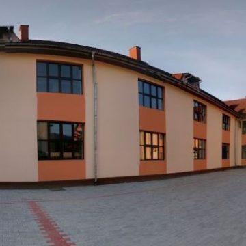 Scenariu ROȘU – școala online – pentru elevii a patru clase de pe Valea Bârgăului