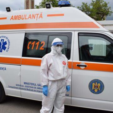 O treime dintre angajații ambulanței au fost infectati cu Covid. Câți vor să se vaccineze: