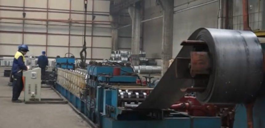 VIDEO – Record: Un produs din oțel realizat la Bistrița ar putea înconjura pământul de trei ori!
