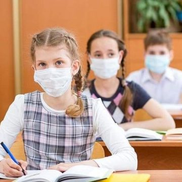 """Patru clase de la Colegiul Național """"Andrei Mureșanu"""" se întorc la școală în scenariul verde"""
