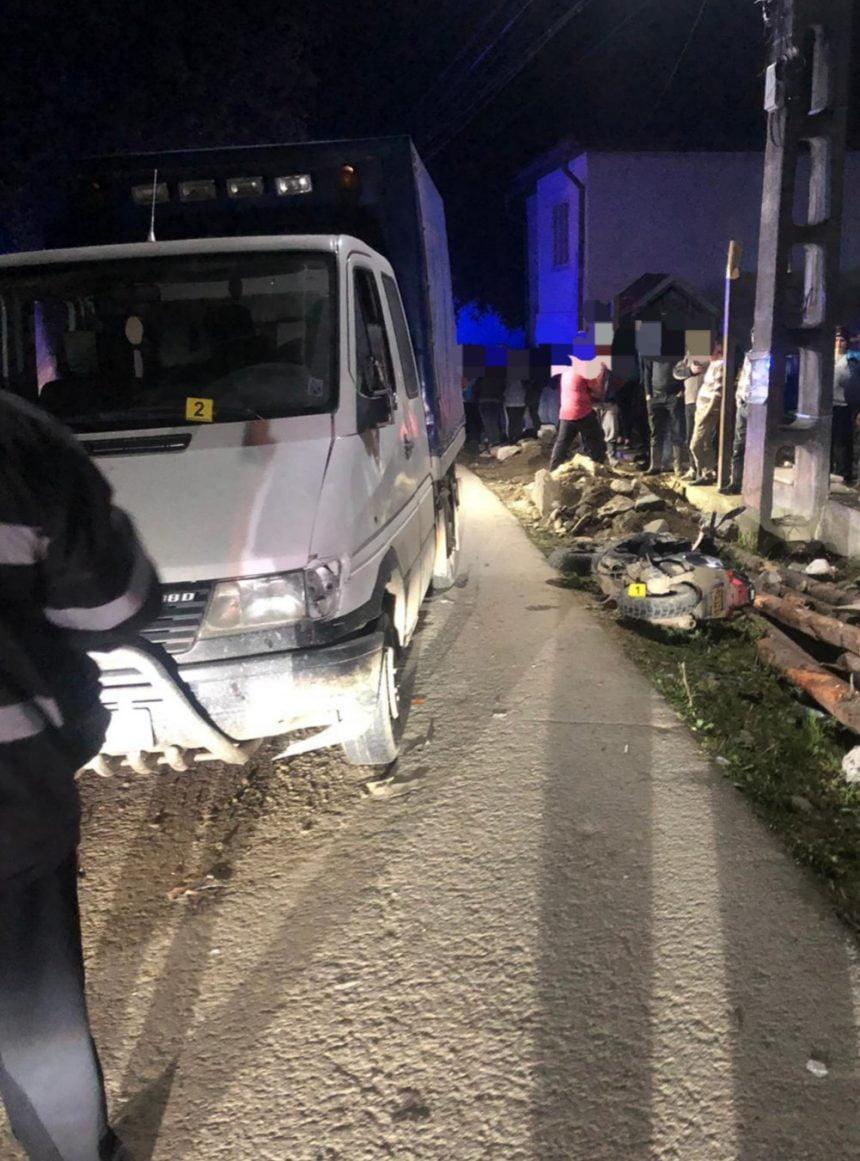 FOTO- Șanț: Mopedist băut, accidentat de o autoutilitară