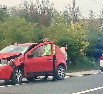 O bistrițeancă și-a făcut mașina praf după ce a lovit un cal!