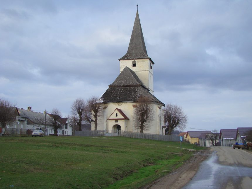 ILEGAL, în Monariu: Lângă Biserica evanghelică, acum penticostală, s-au construit toalete și anexe gospodărești. A fost sesizată poliția
