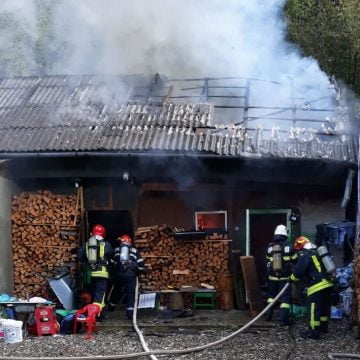 FOTO/VIDEO: Incendiu într-o gospodărie din Bistrița