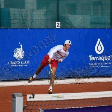 FOTO/VIDEO: Tinere speranțe ale tenisului de câmp, la MxHOST Tennis Cup, în Bistrița!!