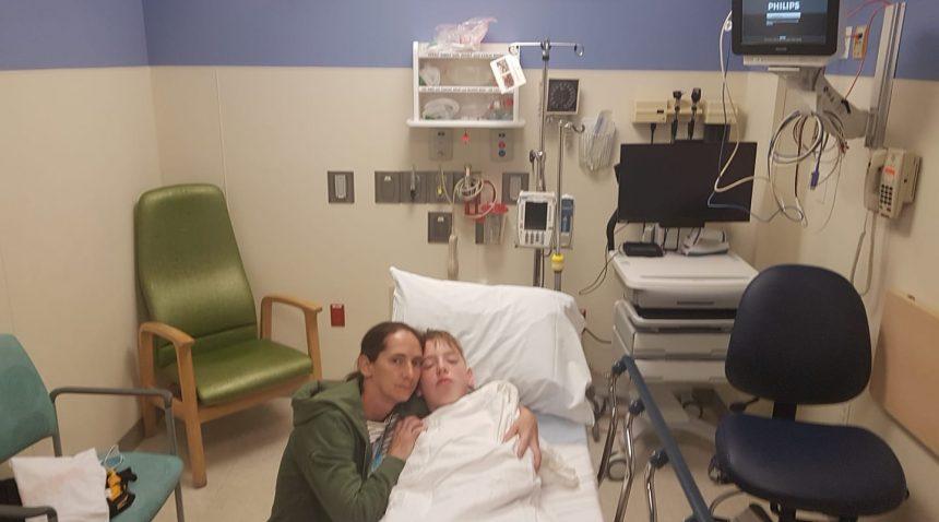 FOTO: S-a întâmplat o minune în timp ce voi dormeați! Robert a trecut cu bine peste prima operație!