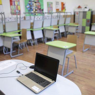 NOI SCENARII pentru școli: CARE elevi învață exclusiv online, și care merg, prin rotație, la școală