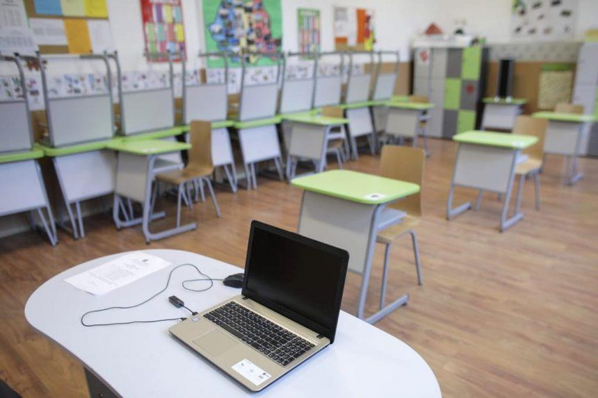 Școală ONLINE, nu doar în Bistrița, ci și în alte trei localități ale județului