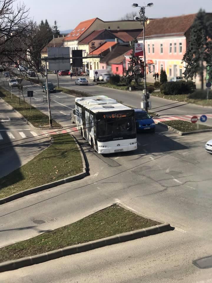 Transmixt face apel la călători să nu aglomereze autobuzele când merg elevii la școală