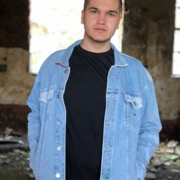 EXCEPȚIONAL:  Un tânăr de 21 de ani din Șanț a publicat o culegere de informatică pentru Bacalaureat!