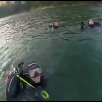 VIDEO – Nu-ți alegi locul în care salvezi oamenii: Antrenamente în apele reci ale lacului Colibița!