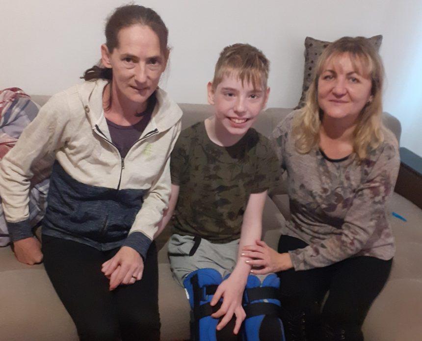 VIDEO: Robert a venit acasă! Face primii pași spre o nouă viață