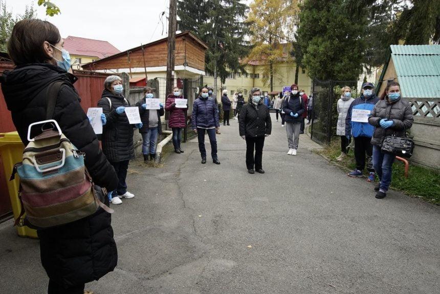FOTO/VIDEO – Protest spontan al angajaților de la Protecția Copiilor: NU cerșim! Vrem plata muncii noastre!