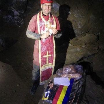 OPINII: Dragă Românie, cine nu te duce atârnată pe dinăuntru, degeaba se agață cu palma de pectoral la imnul național