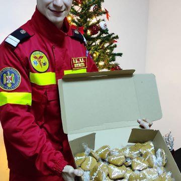 """Inimioare de turtă dulce cu mesajul """"Mulțumesc"""", darul de Crăciun pentru cei care salvează vieți"""