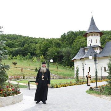Sărbătoare: Sfântul Ierarh Nicolae, ocrotitorul celor acuzaţi pe nedrept, al comercianţilor, fetelor nemăritate şi, în mod special, al copiilor