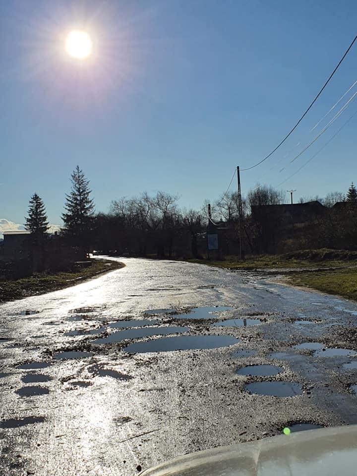 Rostul de dimineață:  Numai la noi se poate asfalta direct cu gropi… Recunoștință veșnică partidelor! Sau autorităților
