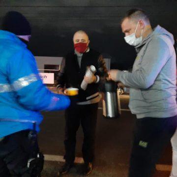 FRUMOS: Ceai și cafea pentru oamenii legii, în miez de noapte