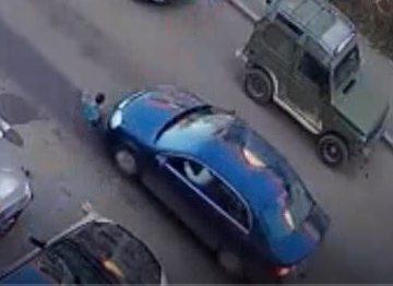 VIDEO: O șoferiță a lovit cu mașina un copil, în Subcetate. Reacția incredibilă a femeii: