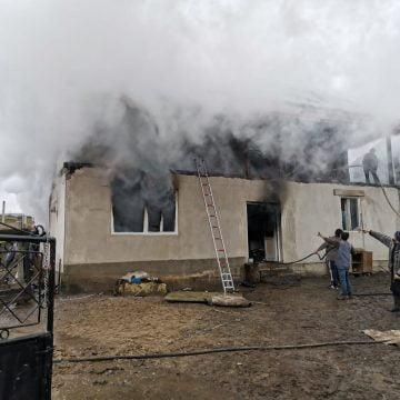 FOTO: Un aparat de gătit lăsat nesupravegheat le-a distrus casa