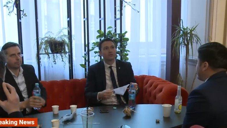 Restricțiile anti-Covid nu-s și pentru aleși. Deputat de BN, surprins sorbind o cafea într-un local închis, fără mască
