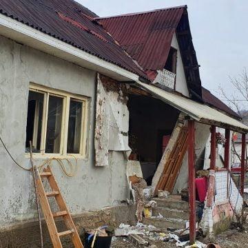 FOTO: Incendiu, urmat de o explozie, la o casă de locuit, în Târlișua!