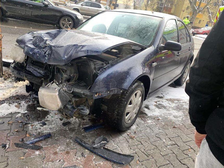 VIDEO – Accident ciudat, pe Bulevardul Independenței din Bistrița