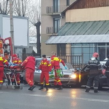 FOTO: Accident stupid pe Libertății! Un tânăr a ajuns la spital