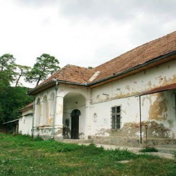 De vânzare pe OLX: Castelul din Chiochiș, sub prețul unui apartament decent în Cluj