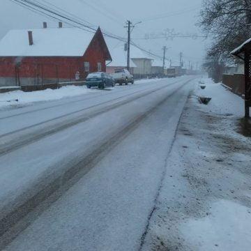 Se circulă-n condiții de iarnă, prin județ! Șoferii se plâng că drumurile nu sunt curățate!