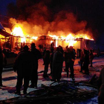 Un incendiu violent a lăsat 9 copilași fără un acoperiș deasupra capului, în plină iarnă