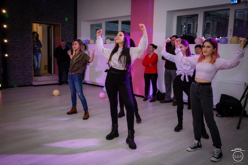 Ți-e dor să dansezi și să te distrezi? Yolo Studio te așteaptă, în fiecare vineri, la PARTY!!