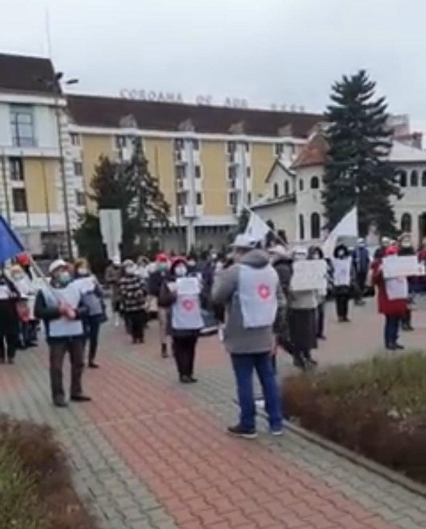 VIDEO: Protest al sindicaliștilor de la Sanitas, în fața Prefecturii