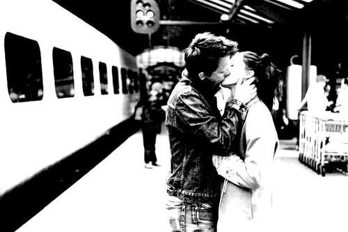 """Condamnat, pentru un sărut """"furat"""" în gară"""