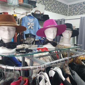 FOTO: Pălării și ii tricotate, acum și în rate, la Zaffi!