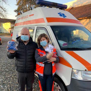 FOTO: Un prieten neașteptat, pentru copiii din Beclean care vor avea nevoie de Ambulanță