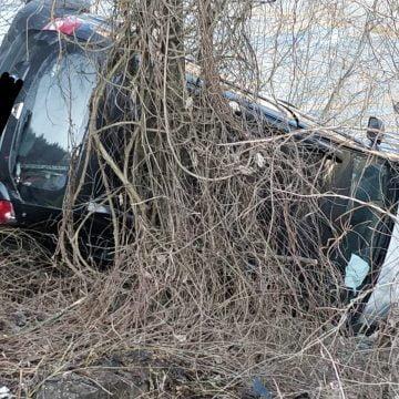 FOTO – Sîngeorz: A plonjat cu mașina în Someș