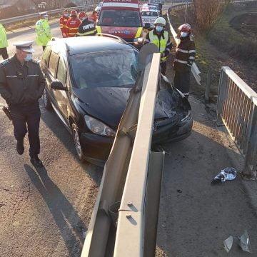 FOTO – Șintereag: S-a oprit într-un cap de pod, pe contrasens