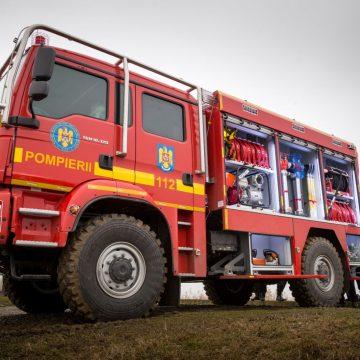 FOTO/VIDEO: Pompierii bistrițeni au primit o SUPER-autospecială pentru stingerea incendiilor de pădure