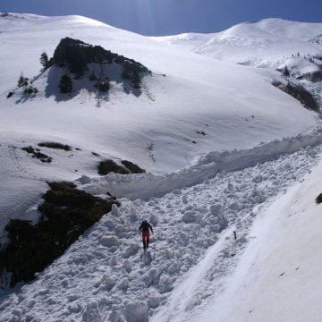 Pericolul din munte! Risc de avalanșe în Călimani și Rodnei